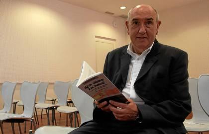 Ramón Ramos ha hecho una investigación histórica con las herramientas del periodismo. (E. Recio)