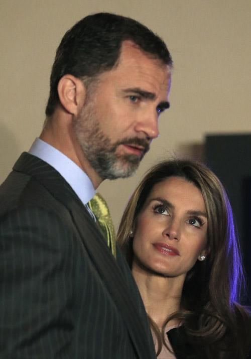 Los Príncipes de Asturias en su visita a las 'Santas de Zurbarán' en Sevilla. / Reuters