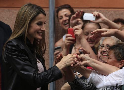 Visita de los Príncipes de Asturias a las 'Santas de Zurbarán' en Sevilla. / Reuters