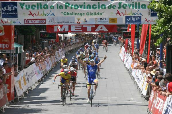 La Vuelta a Sevilla no se detiene.