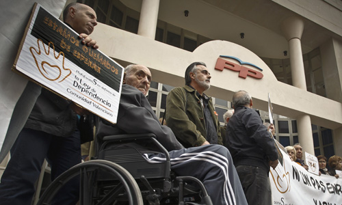 Protesta contra la política social del gobierno valenciano, del PP. / Miguel Lorenzo