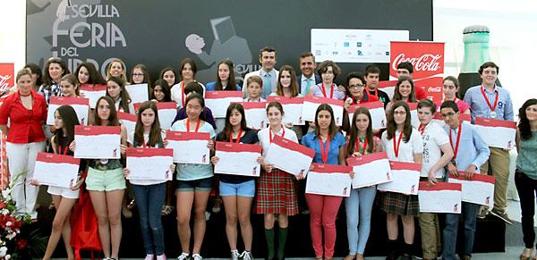 Los 30 finalistas del concurso en las provincias de Sevilla, Cádiz< y Huelva junto a los miembros del jurado.