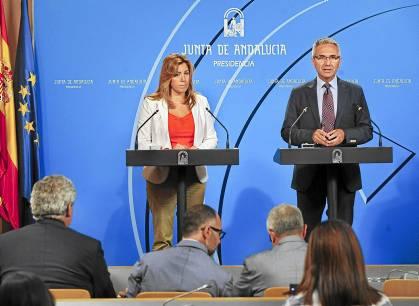 La consejera de la Presidencia, Susana Díaz, junto al portavoz de la Junta, Miguel Ángel Vázquez.