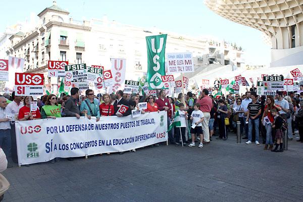 Manifestación de padres, profesores y alumnos de colegios de educación diferenciada.