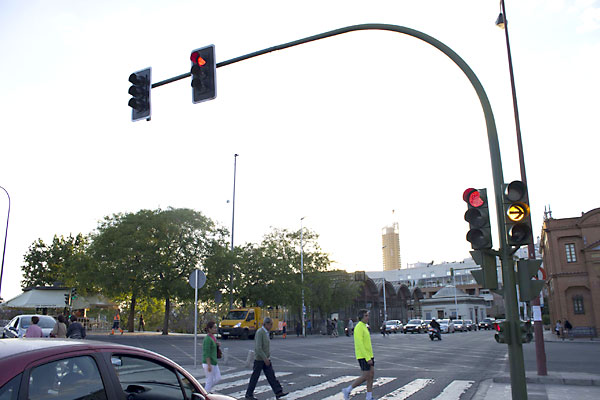 Ya está colocado el semáforo que controlará el giro. / Manuel R. R.