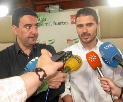 33 El vicesecretario general del PSOE-A, Mario Jiménez, y el responsable de Juventudes Socialistas.