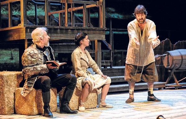 D. Quijote, su fiel escudero Sancho y su hija Sanchica en un momento de la representación.