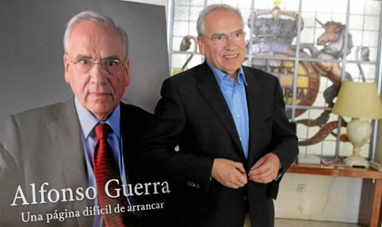 Alfonso Guerra en la presentación de sus memorias.