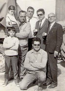 Durante El Rocío con amigos y familiares.