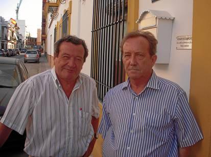 Julio García y Antonio Delgado, dos de los afectados por el amianto de Uralita. / Pedro Cela