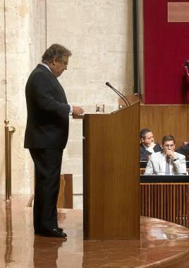 Zoido interviene en la tribuna del Parlamento