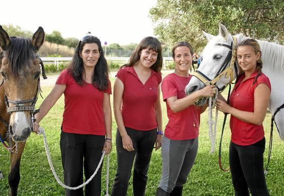 De izquierda a derecha, las cuatro socias de La Herradura:Ana María Baus, Cristina Fernández, Rocío Figueruela y Marián Sillero.