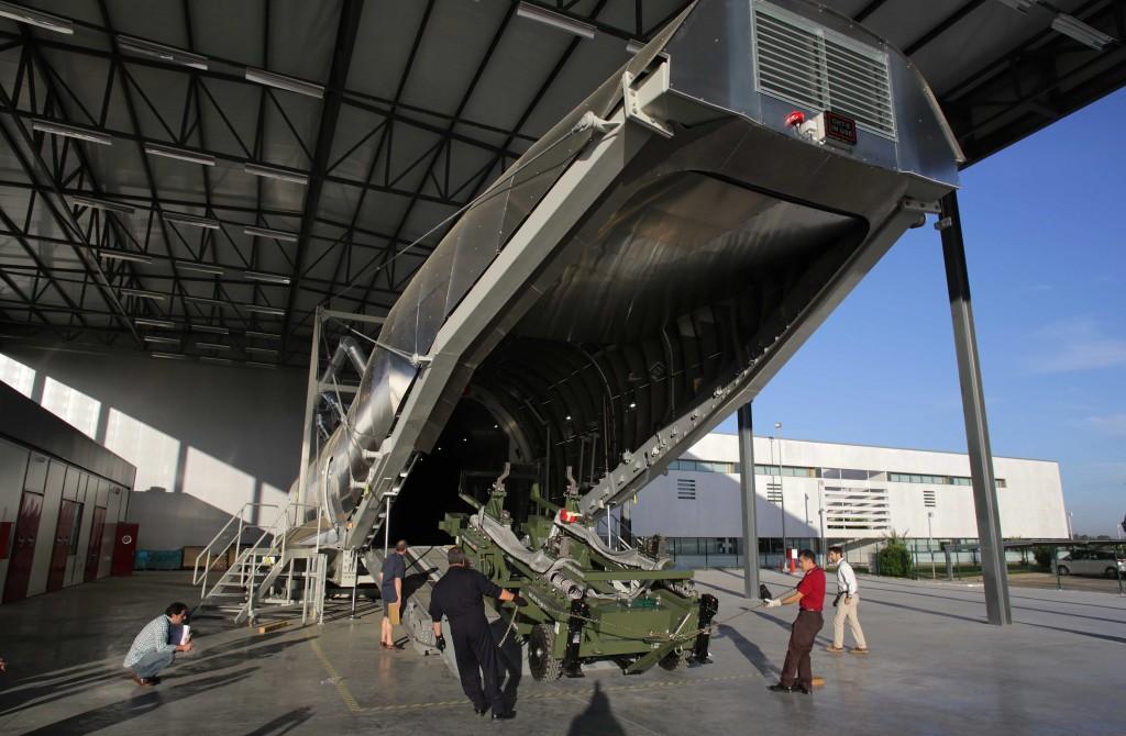 Apariencia exterior de la reproducción del fuselaje para entrenar el manejo de la carga y descarga / Airbus Military