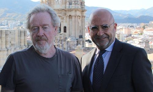 Ridley Scott, acompañado por Carlos Rosado en Málaga.