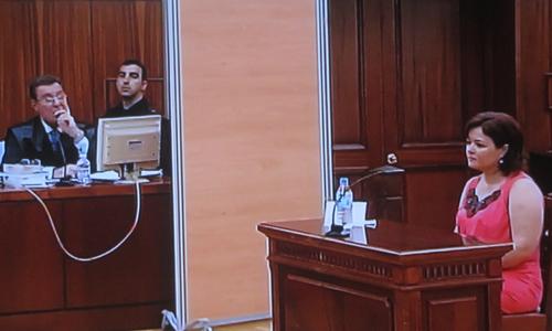 Ruth Ortiz, la madre de los pequeños Ruth y José, declara en el juicio a su exmarido con una mampara. / Europa Press