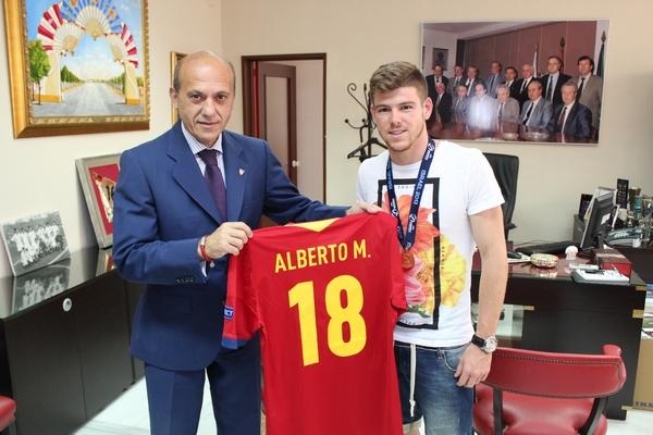 Alberto Moreno, con Del Nido. (Foto: Sevilla FC)