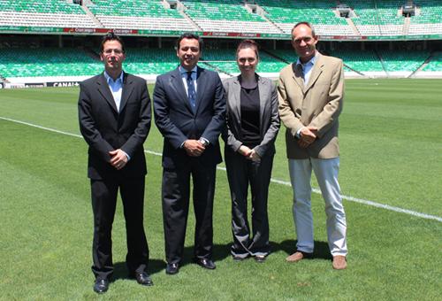El vicepresidente del Betis, con los tres enviados de la UEFA / RBB