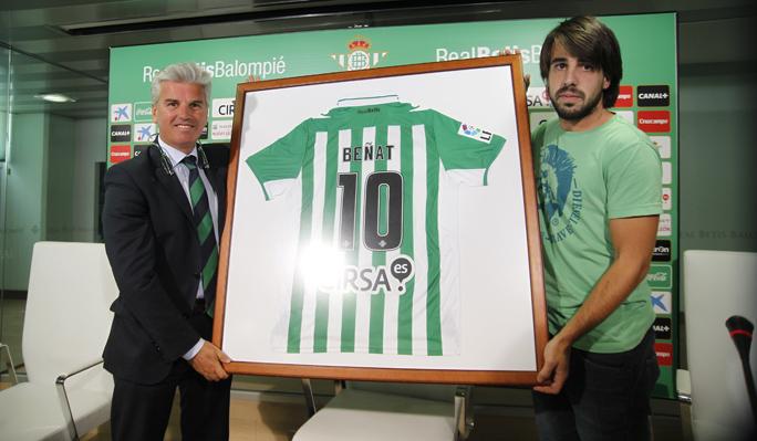 Beñat ha recibido este obsequio de despedida del Betis / Real Betis