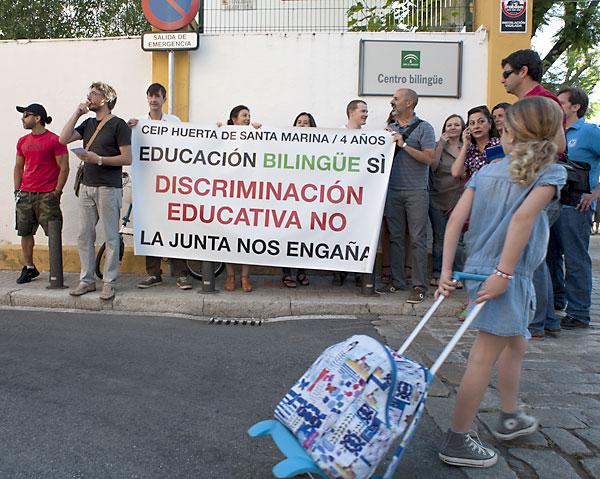 Imagen de la protesta en el colegio 'Huerta de Santa Marina' de Sevilla.