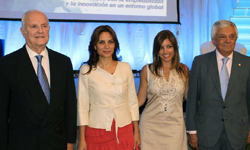 Luis Uruñuela, presidente del Patronato EUSA; Cristina Yanes, directora del Secretariado de Planificación Académica de la Universidad de Sevilla; Laura Chica, ponente; y Francisco Herrero, presidente EUSA.