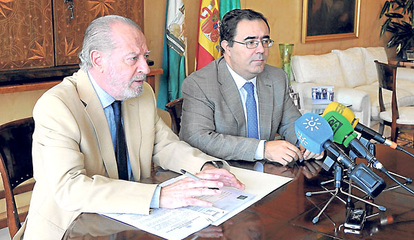 Rodríguez Villalobos y Guzmán Fluja, este lunes tras la firma de convenios  entre ambas instituciones.
