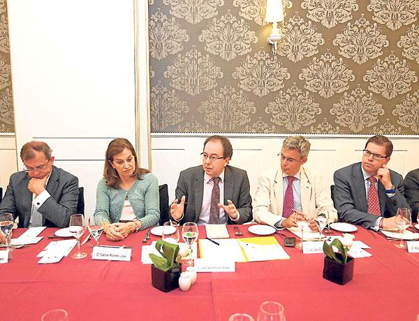 José Luis Rodríguez, de la Agencia de Protección de Datos, entre Romero y Juan Carlos Blanco. J. M. Paisano (Atese)