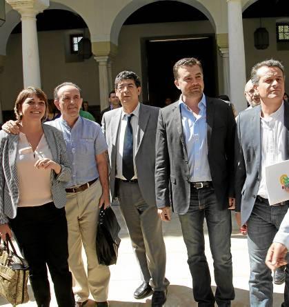 Los consejeros Cortés y Rodríguez, el vicepresidente Valderas, el coordinador Maíllo y el portavoz Castro.