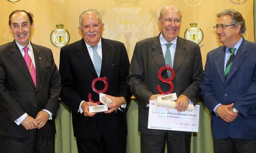 Carlos González-Vilardell, presidente del Colegio Oficial de Médicos; el doctor Jesús Loscertales Abril; Juan Pedro Álvarez, presidente del Banco de Alimentos; y Juan Ignacio Zoido, alcalde de Sevilla.