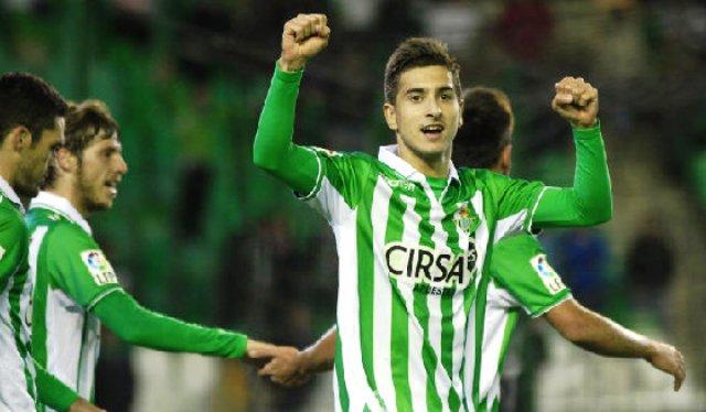 Álvaro Vadillo celebra un gol con el Betis.