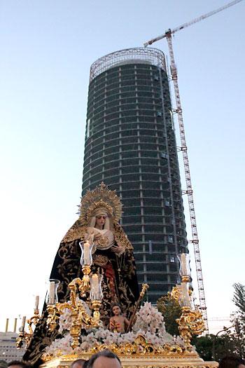 Traslado de la Virgen de los Dolores de Camas. / José Carlos Cruz (Atese)