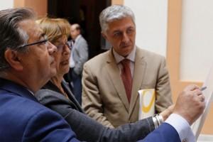 Zoido y Maximiliano Vílchez, presentaron ayer el proyecto de reurbanización de la calle Almirante Lobo. / E. P.