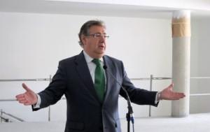 El alcalde de Sevilla, ayer tras visitar las nuevas instalaciones del centro deportivo Viding La Rosaleda. / E. P.