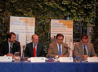 Juan Ávila, Fernando Rodríguez Villalobos, Vicente Guzmán y Miguel Ángel Gual Font, ayer durante la inauguración. / el Correo