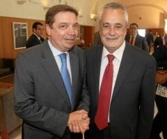 PLanas y Griñán se estrechan la mano