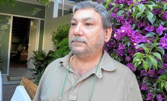 El líder vecinal de Triana Norte, Diego Parra, critica que este Gobierno municipal haya paralizado la ampliación de la red de carriles bicis.