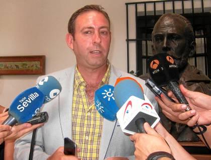 El alcalde de Jun, José Antonio Rodríguez, este martes en la sede regional de San Vicente.