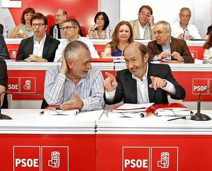 El presidente del PSOE, José Antonio Griñán, y el secretario general del partido, Pérez Rubalcaba.