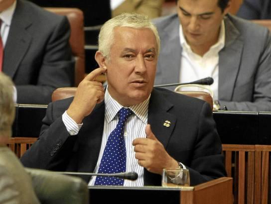 Hace justo un año que Arenas entregó el PP-A a Zoido, pero el expresidente popular aún sigue de diputado autonómico.