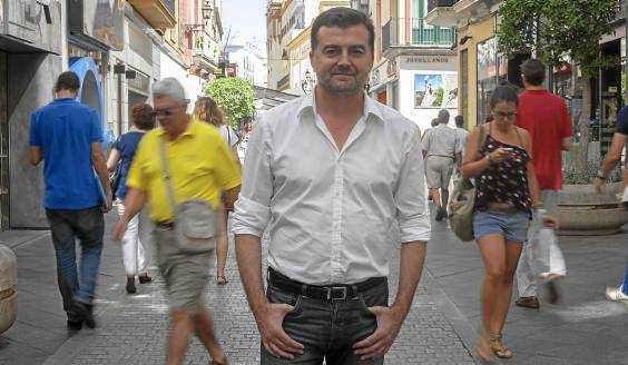 Antonio Maíllo posa para el fotógrafo el pasado miércoles en la céntrica calle Tetuán, en Sevilla.