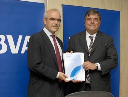 José Luis Galán y Agustín Vidal-Aragón, ayer presentando el informe de la aeronáutica andaluza. / Manuel R. R. (Atese)