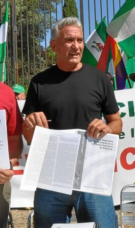 Diego Cañamero, ayer ante el Palacio de Moratalla.