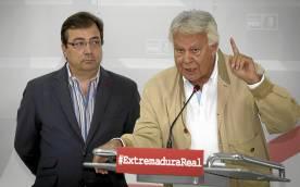 El expresidente Felipe González junto a Guillermo Fernández Vara.