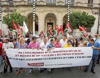 Protesta contra la reforma local en Plaza Nueva / J.M. Paisano