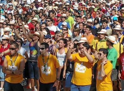 Los jóvenes peregrinaron ayer hasta El Rocío, donde permanecerán concentrados hasta el domingo.