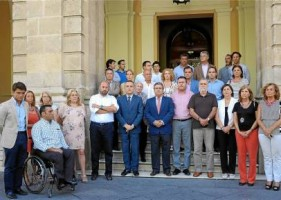 MINUTO DE SILENCIO DEL AYUNTAMIENTO DE SEVILLA POR LAS VÍCTIMAS DE SANTIAGO