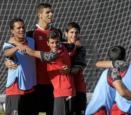 Bacca, Fazio, Diogo y Jairo, entrenándose. (Kiko Hurtado, Marcamedia)