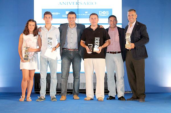 El alcalde de La Rinconada y su concejal de deportes, José Manuel Romero Campos, junto a los premiados en cada una de las cuatro categorías.