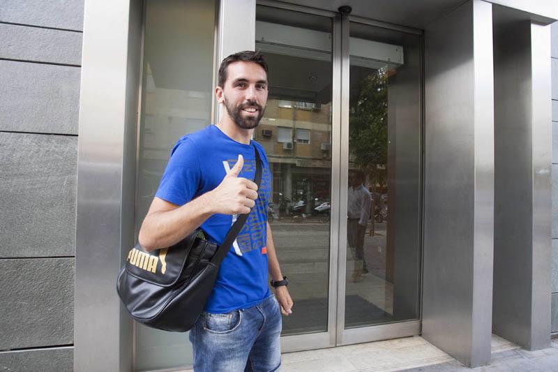 Jordi Figueras, esta mañana al entrar en la clínica / J.M. Paisano (Atese)
