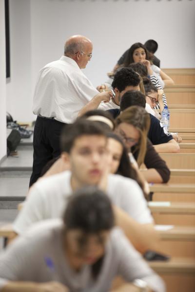 Un grupo de estudiantes durante el examen de Selectividad
