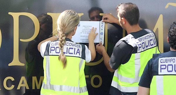 La Policía Nacional ha precintado este viernes, por orden judicial, el club de alterne Ópium. / E. P.